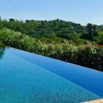 Piscine à débordement : le luxe à prix abordable?