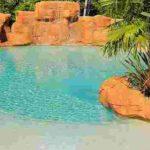 Piscine lagon : une plage dans votre jardin